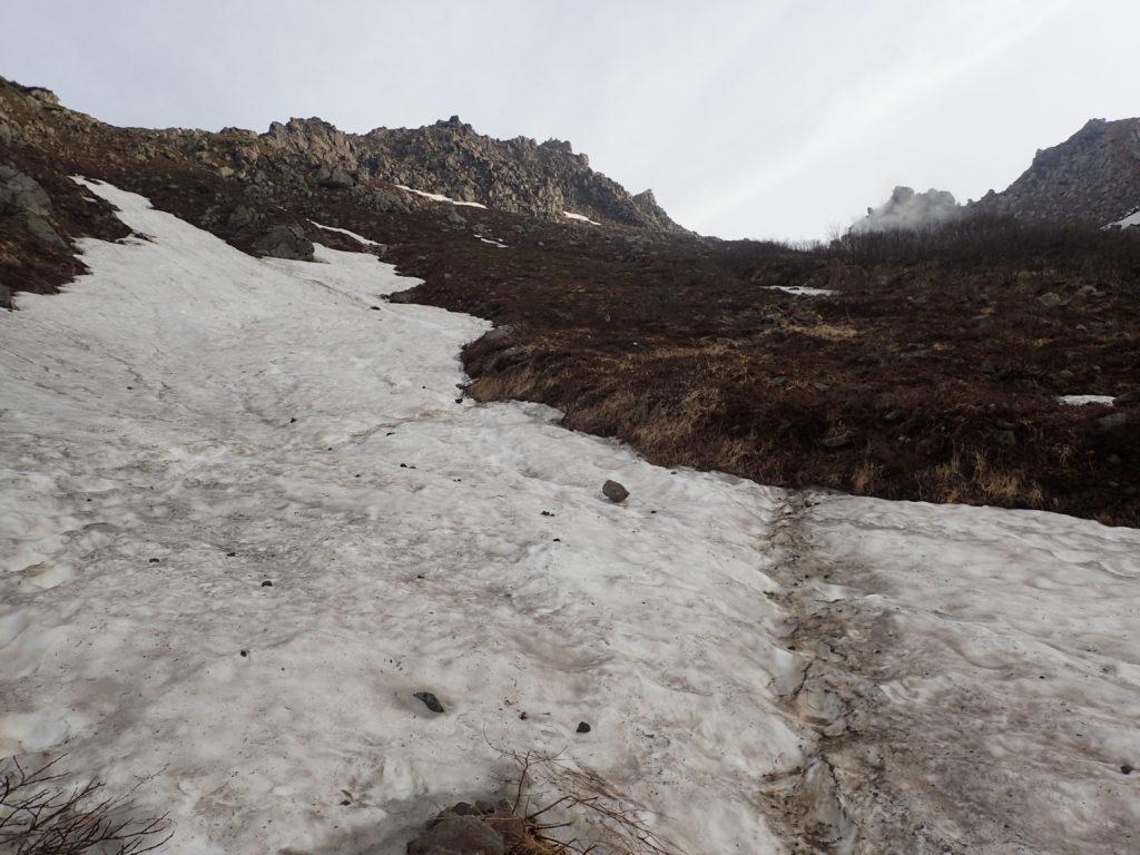 焼岳登山道(中の湯ルート)の雪渓