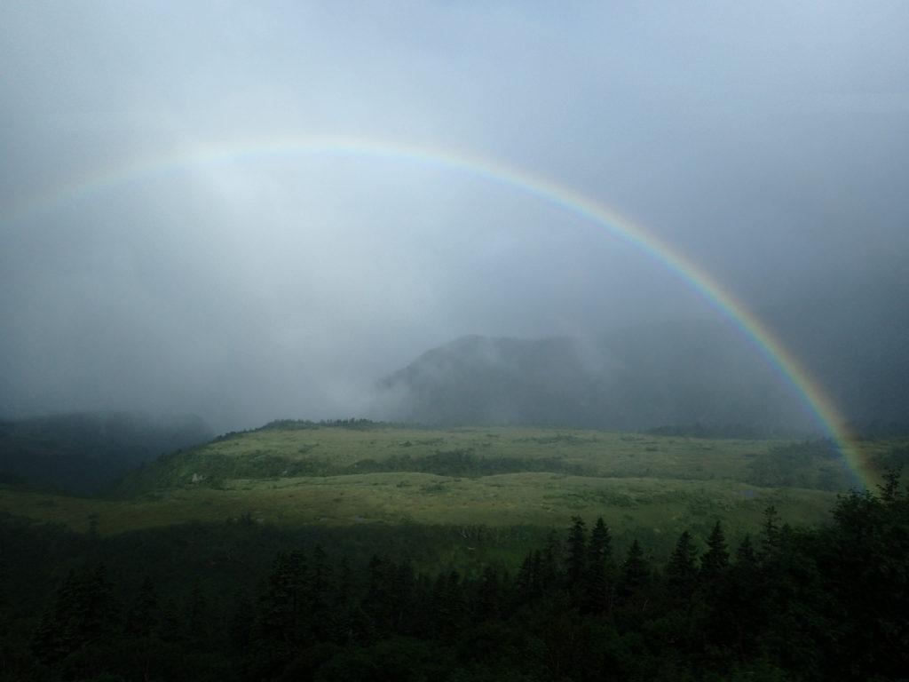 立山の弥陀ヶ原にかかる虹