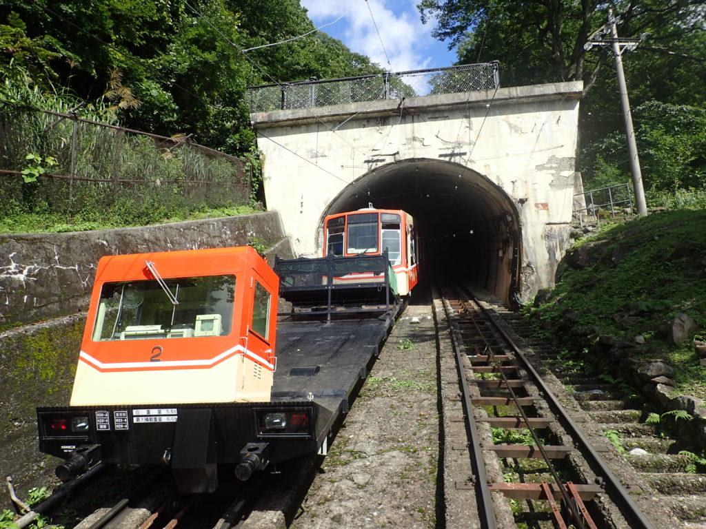 立山駅から美女平へと向かうケーブルカー