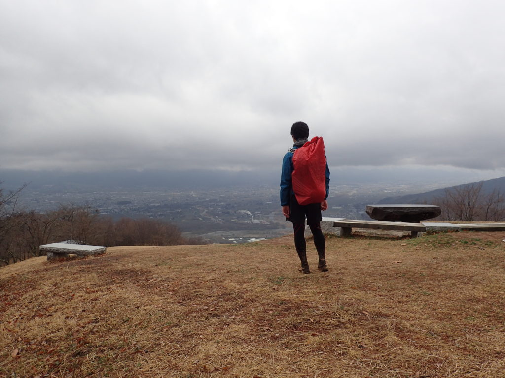 春の長峰山から安曇野市を見渡す。