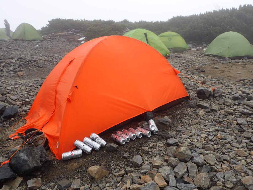 蝶ヶ岳ヒュッテテント場でアライテントの山岳用テントであるエアライズでテント泊
