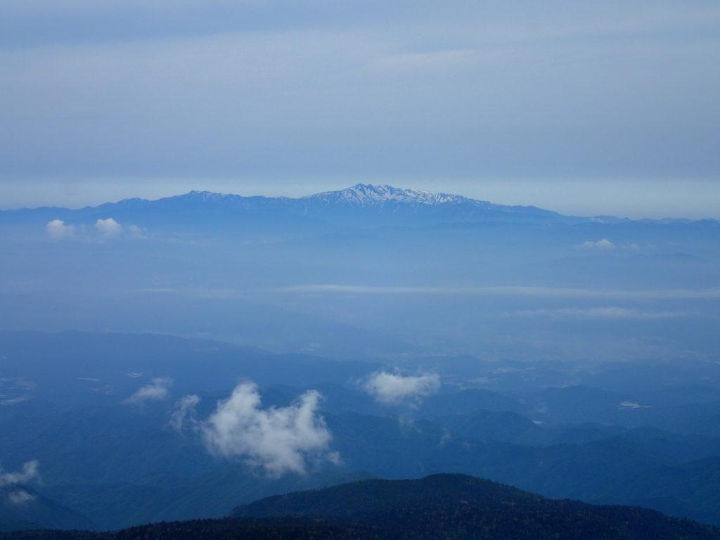 乗鞍岳から見る白山