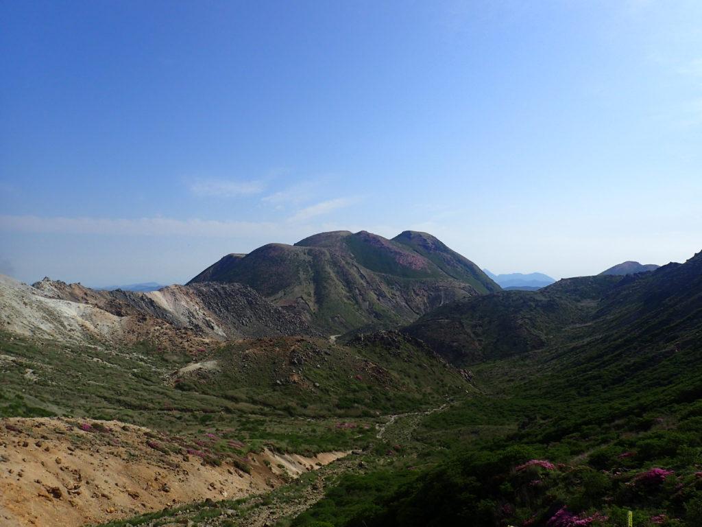 九重山(久住山)の稜線から眺める三俣岳
