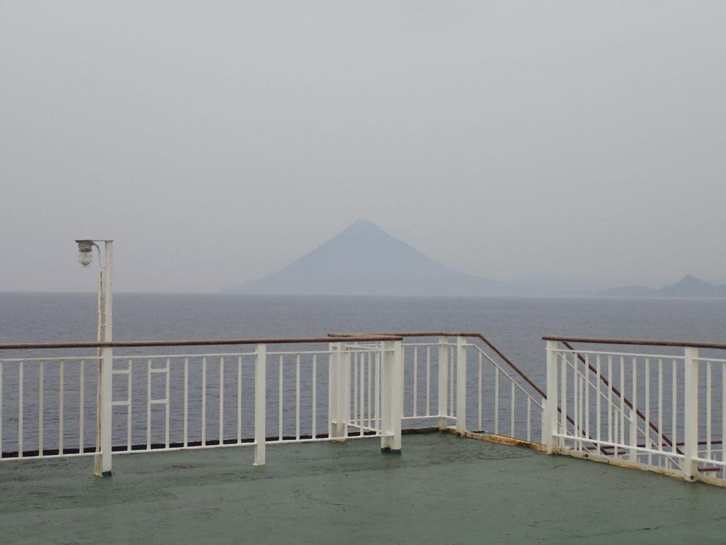 屋久島行きのフェリーから開聞岳を撮影