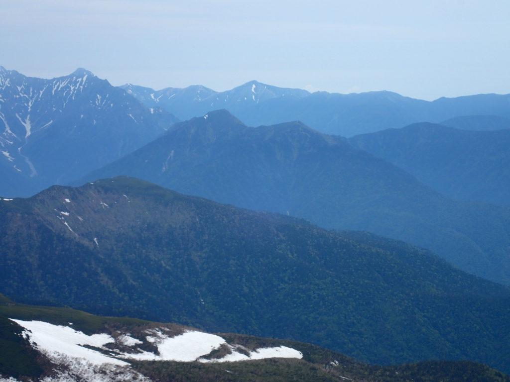 乗鞍岳最高峰の剣ヶ峰から見る霞沢岳