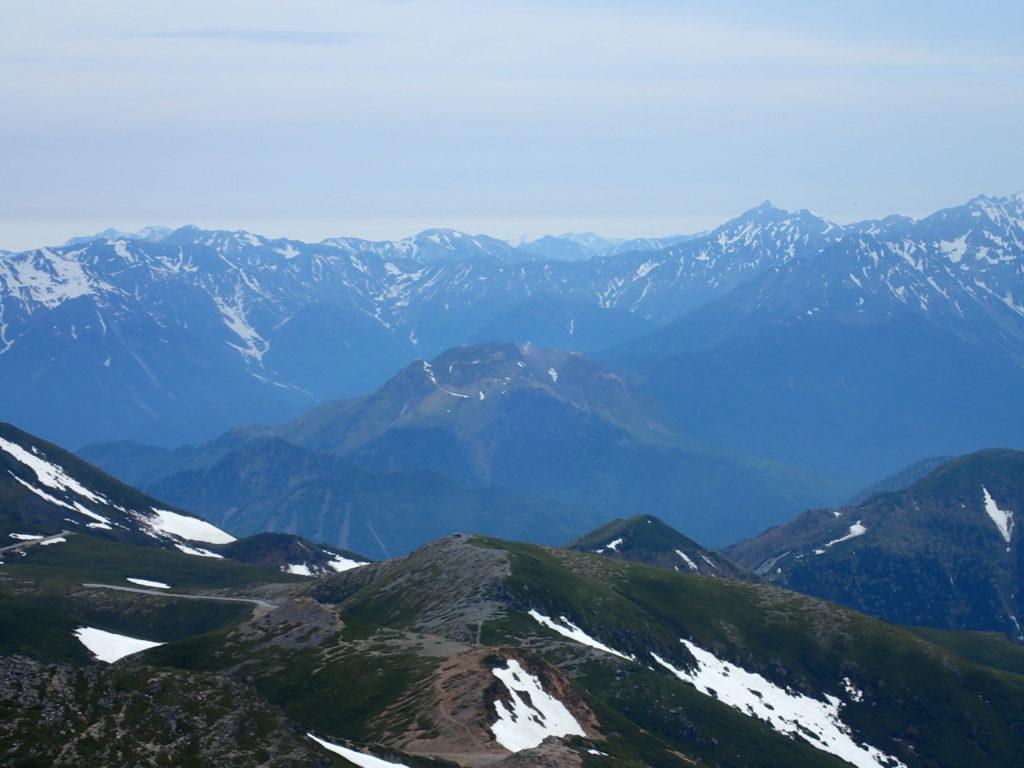 乗鞍岳最高峰の剣ヶ峰から見る焼岳