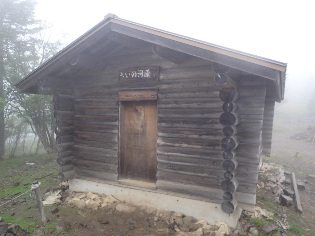 大菩薩嶺の上日川峠からのルートにある賽ノ河原の避難小屋