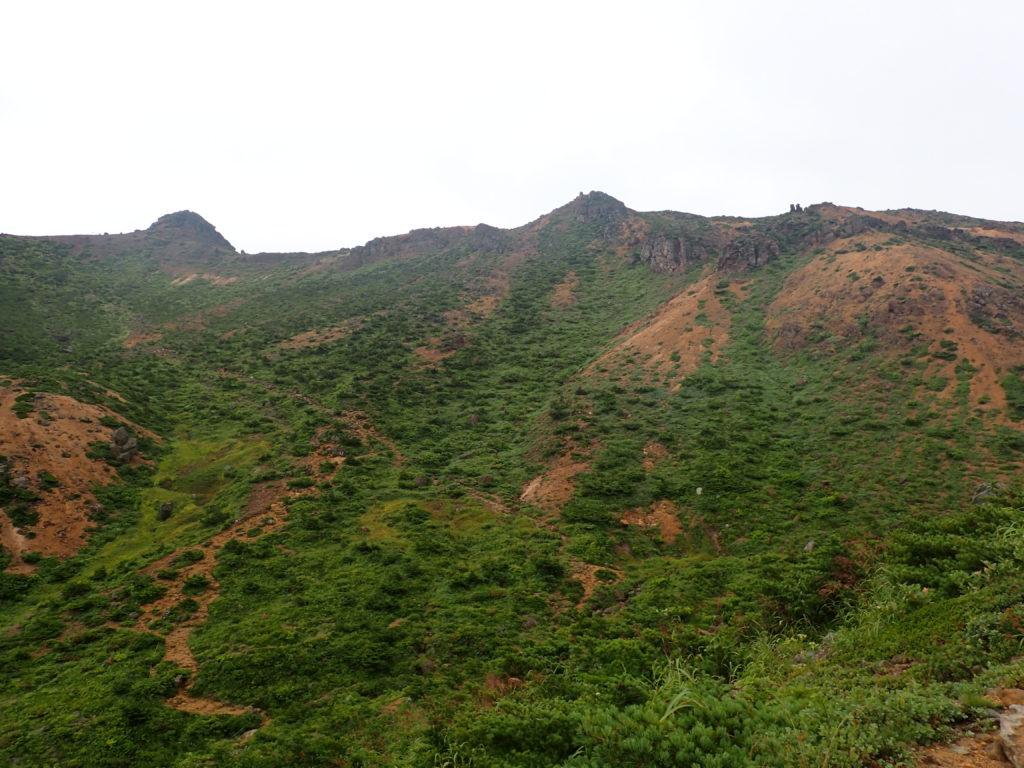 安達太良山の稜線