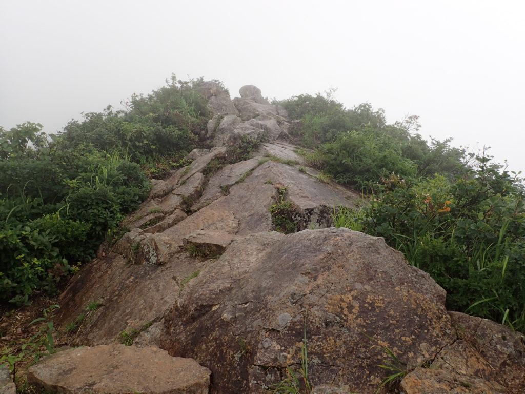 飯豊山の御沢ルートの剣ヶ峰付近の岩場