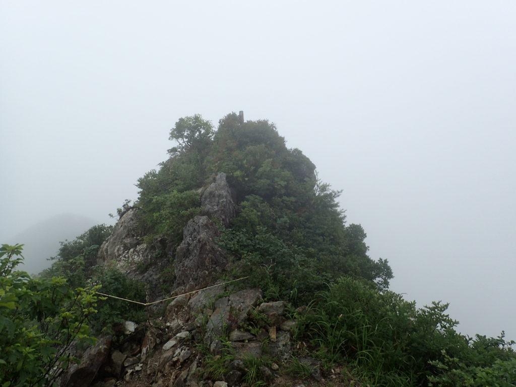 飯豊山の御沢ルートの三国岳山頂