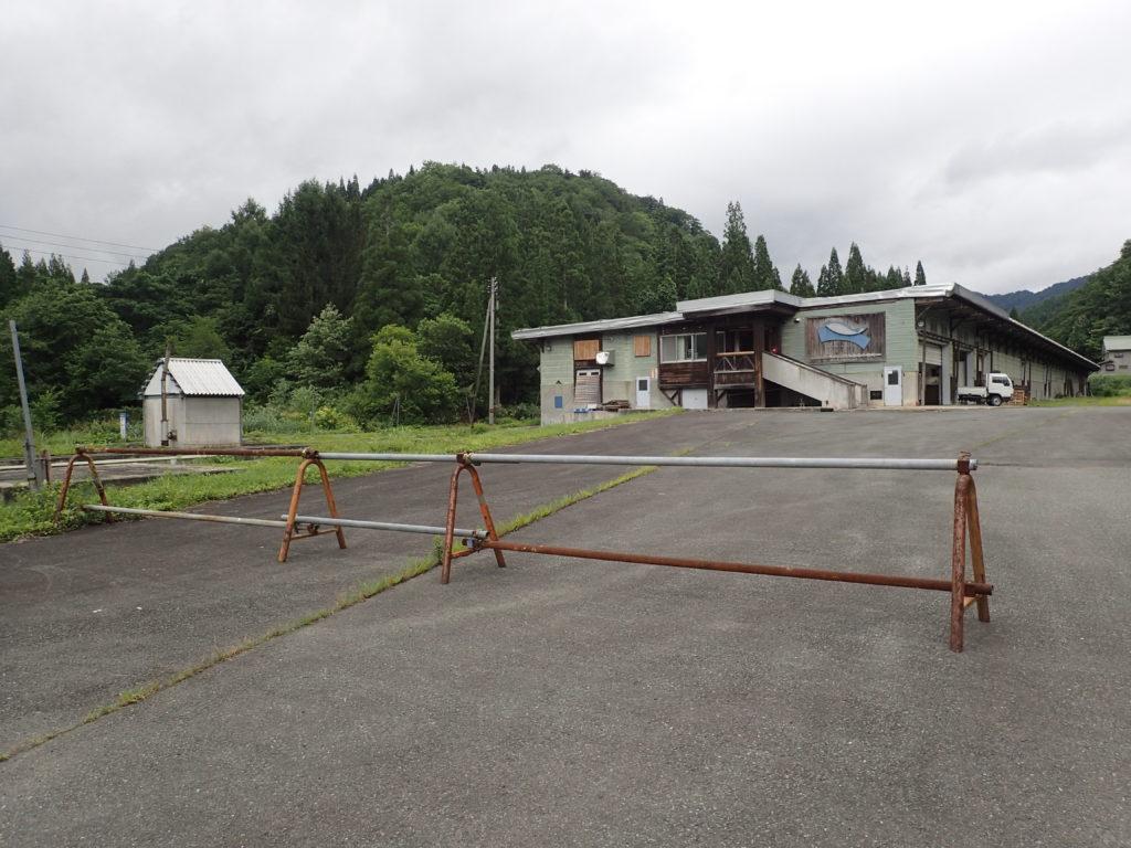 朝日岳の古寺鉱泉登山口への入口