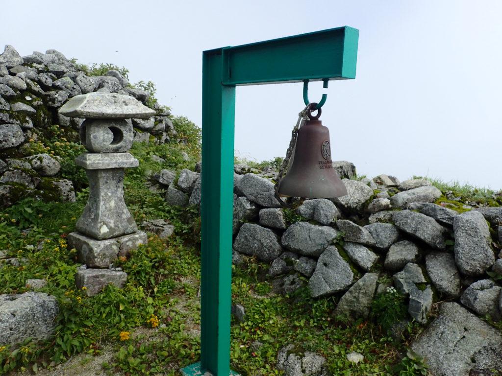 飯豊連峰本山小屋の鐘