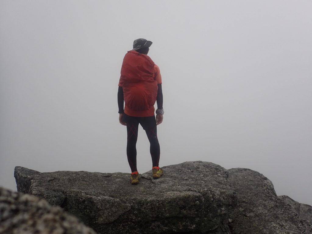 鳳凰三山の観音岳山頂で記念撮影