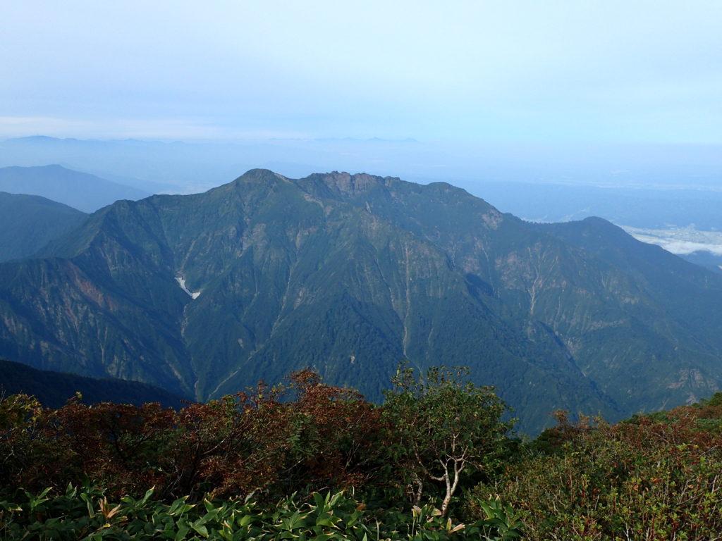 越後駒ヶ岳から見る八海山