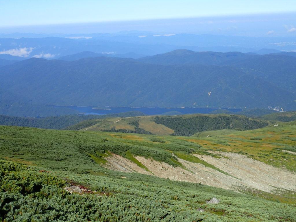 薬師岳登山道から見おろす有峰湖