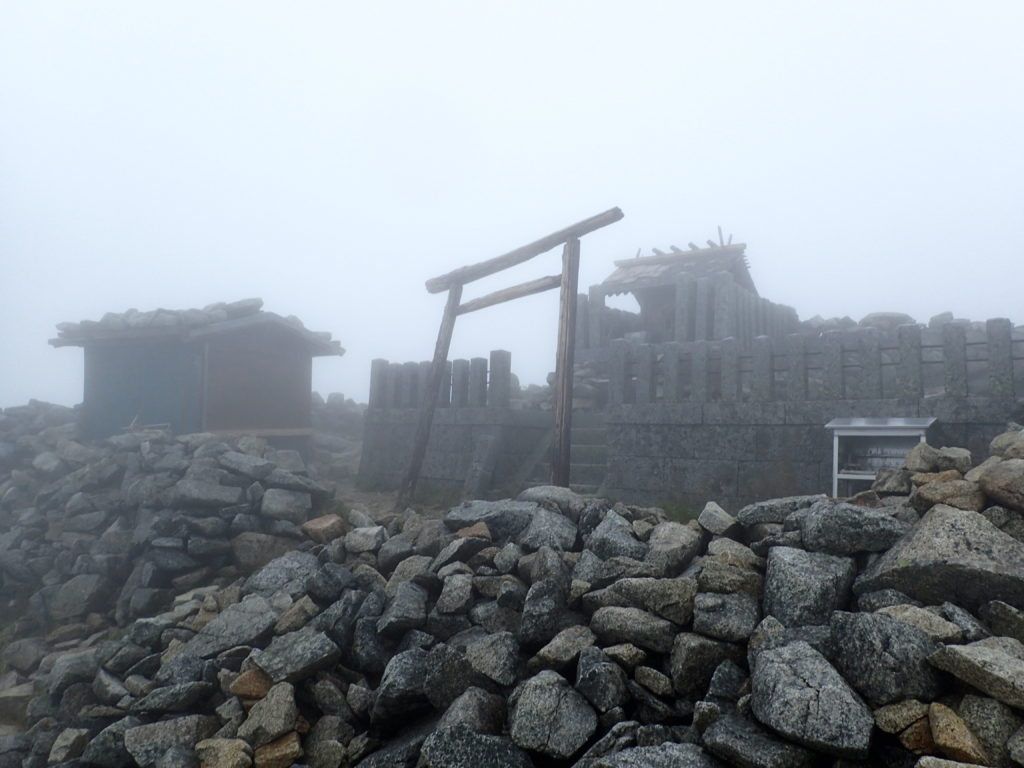 木曽駒ヶ岳山頂の木曽駒ヶ嶽神社