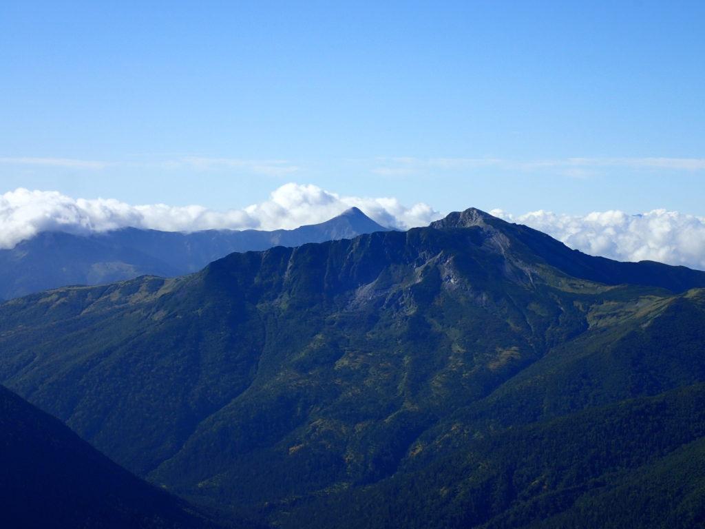 薬師岳登山道から眺める黒部五郎岳と笠ヶ岳