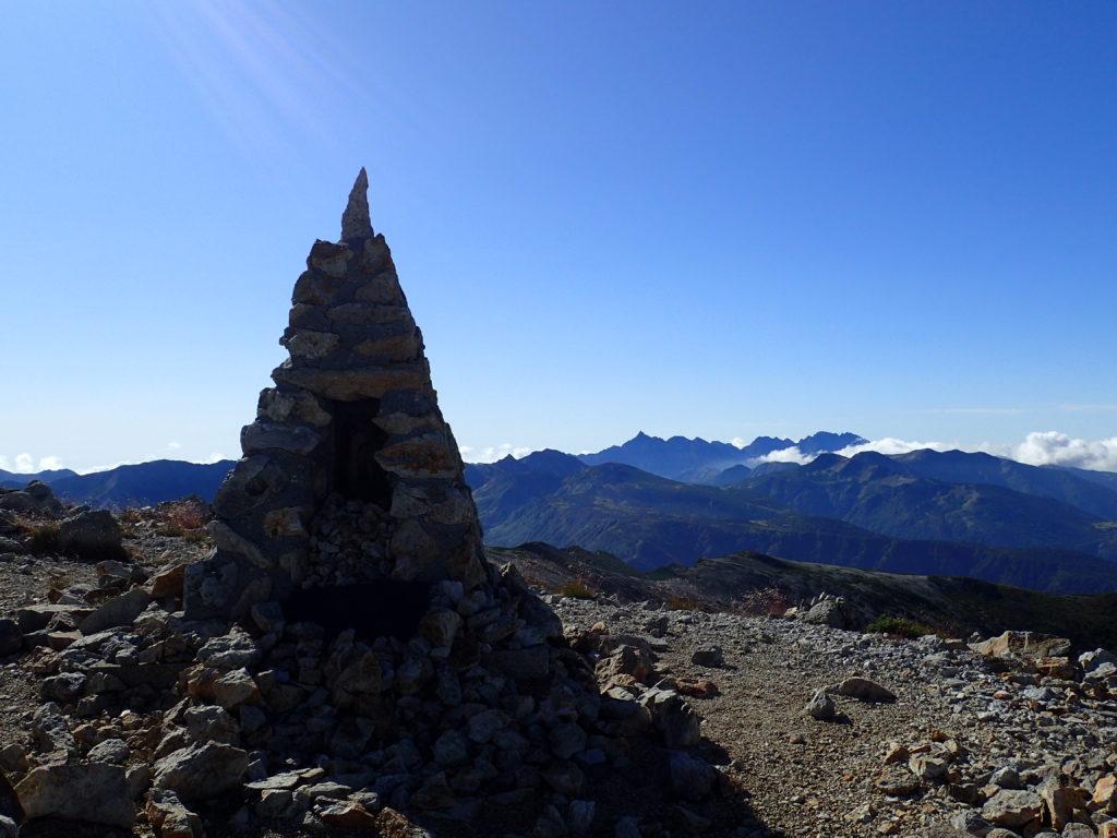 薬師岳稜線のケルン
