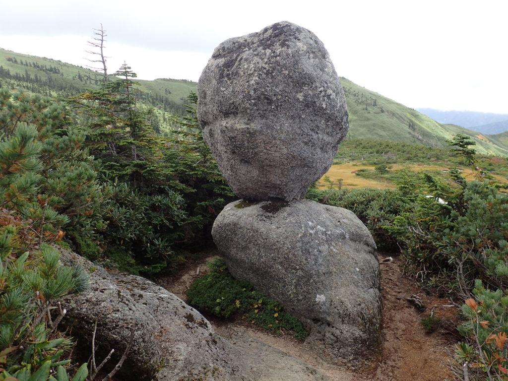 平ヶ岳の奇石たまご石