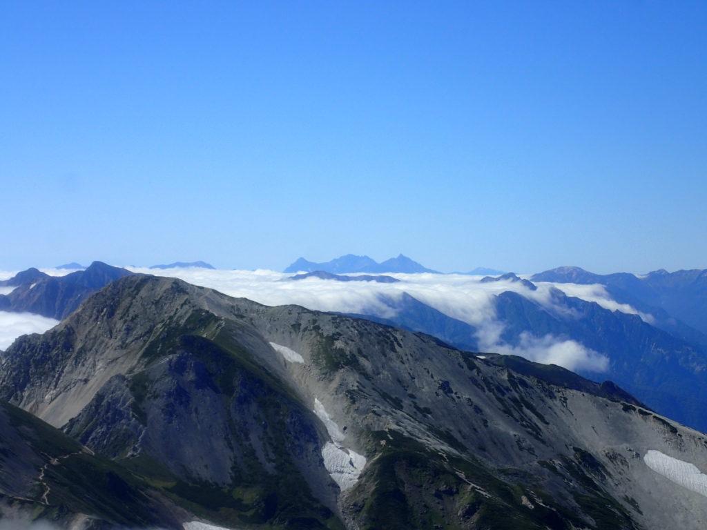 白馬岳山頂から見る槍ヶ岳と穂高岳