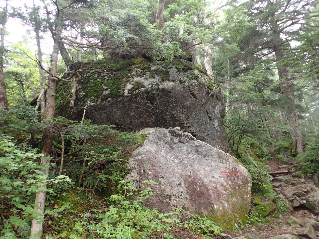 木曽駒ヶ岳の桂小場ルートの弘法岩