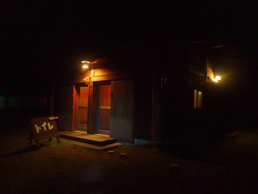 椹島の外トイレ