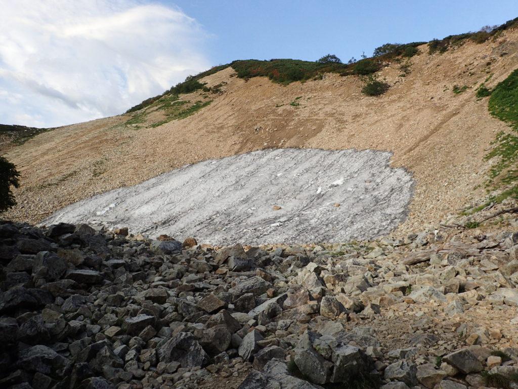 八方尾根の扇雪渓