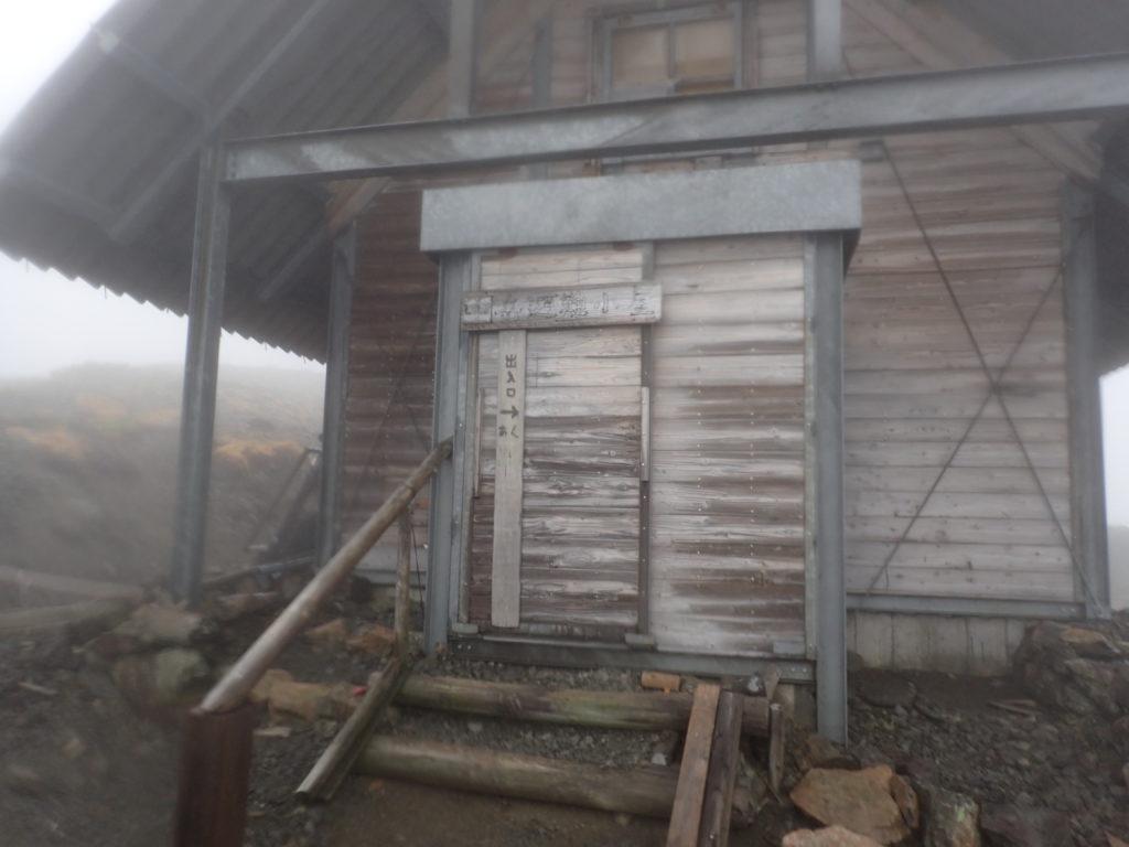 南アルプスの中岳避難小屋
