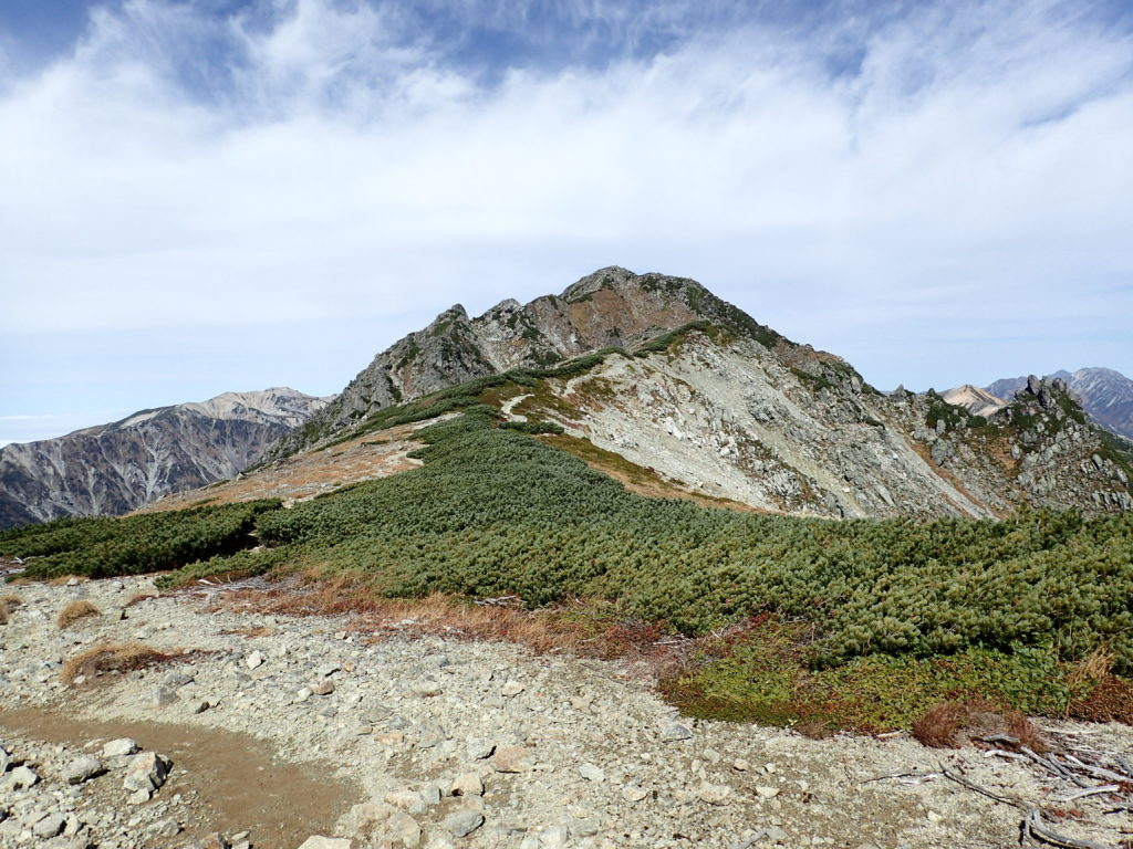 水晶小屋付近から見る水晶岳
