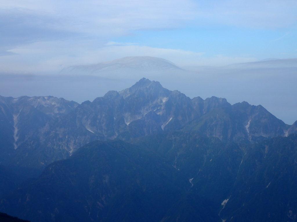 唐松岳頂上付近から見る剱岳