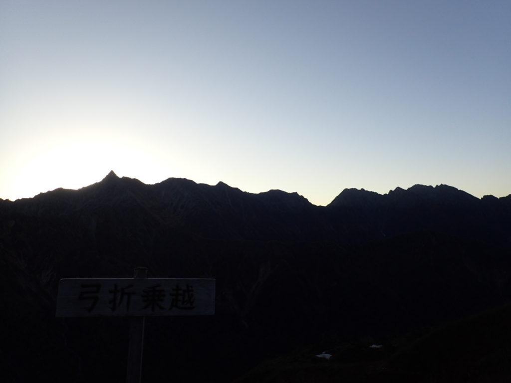 弓折乗越から見る槍ヶ岳と穂高岳の稜線