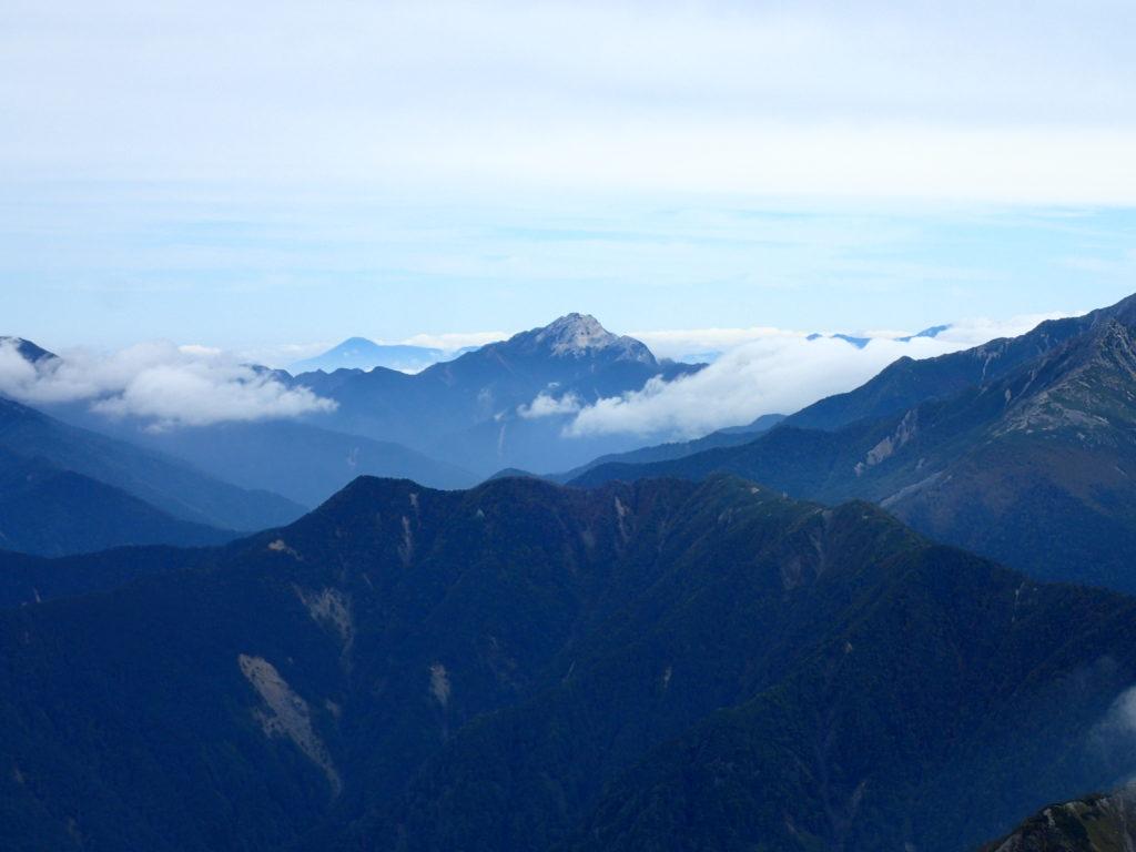 塩見岳登山道から見る甲斐駒ヶ岳