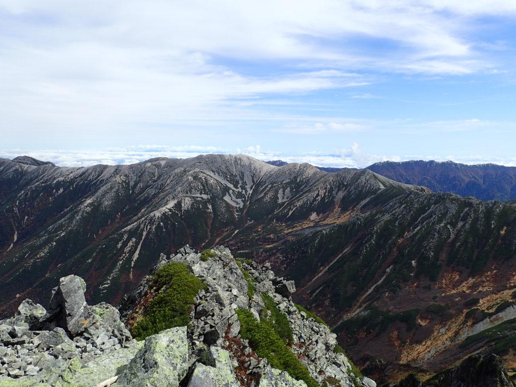 水晶岳山頂から見る野口五郎岳の稜線