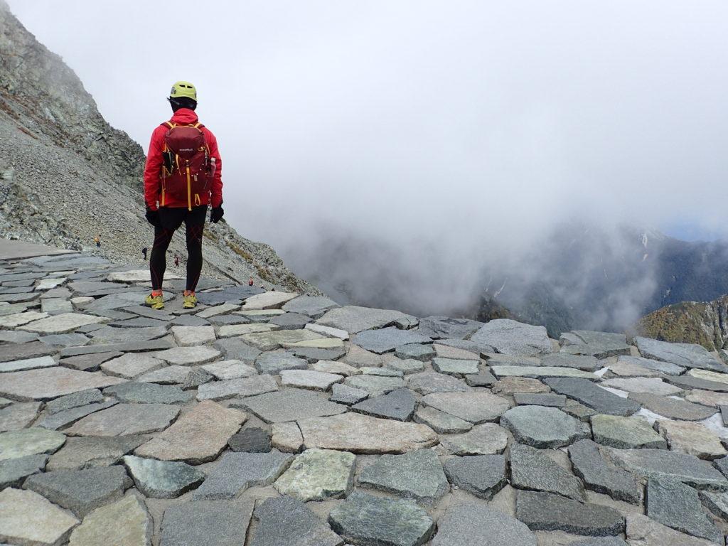穂高岳山荘前で記念撮影