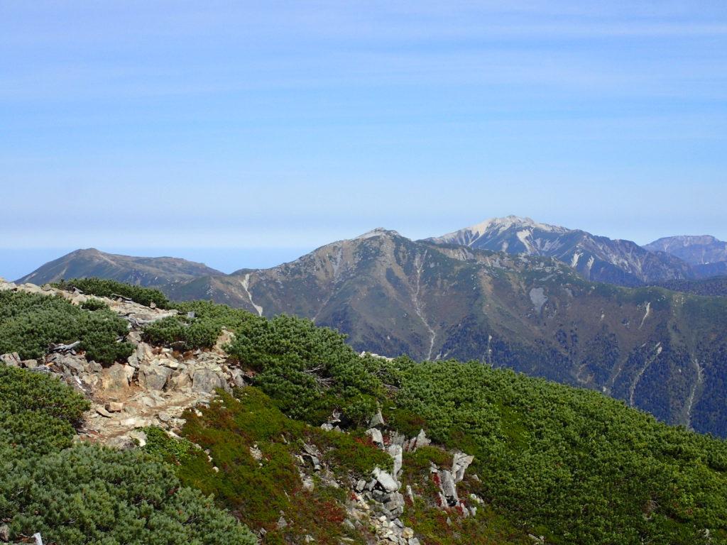 笠ヶ岳から見る黒部五郎岳と薬師岳