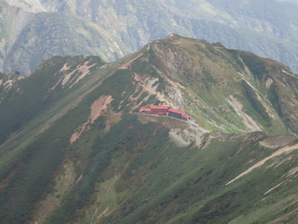 五竜岳山頂から見る五竜山荘