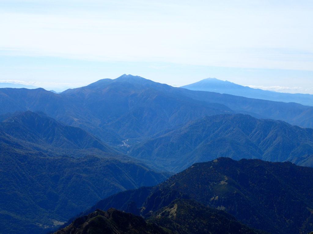 笠ヶ岳から見る乗鞍岳と御嶽山