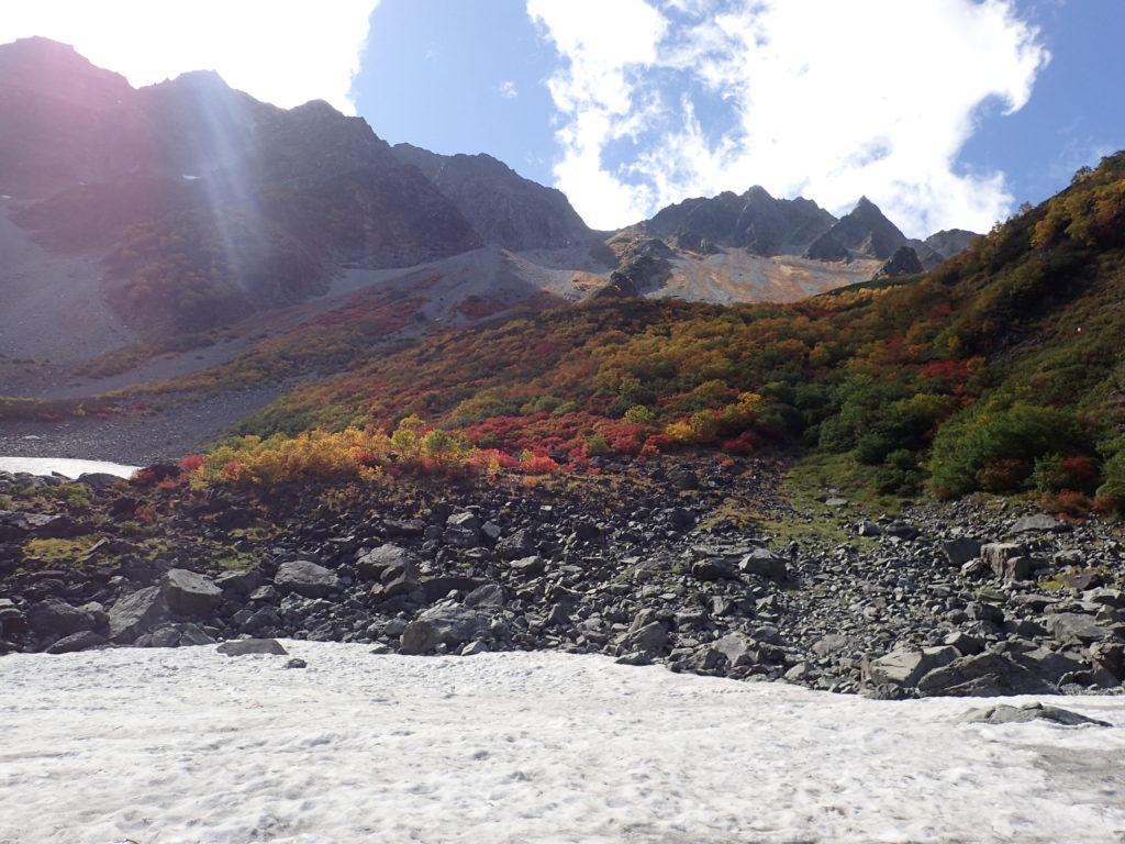 涸沢の紅葉と雪渓