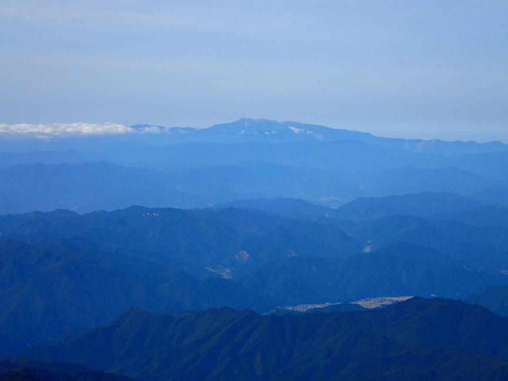 笠ヶ岳から見る白山