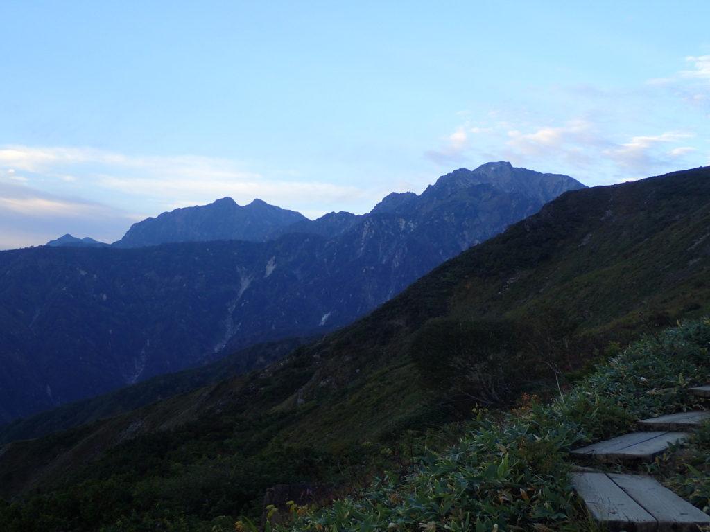 八方尾根から見る五竜岳と鹿島槍ヶ岳