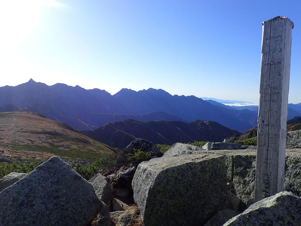 双六岳山頂から見る槍ヶ岳と白山