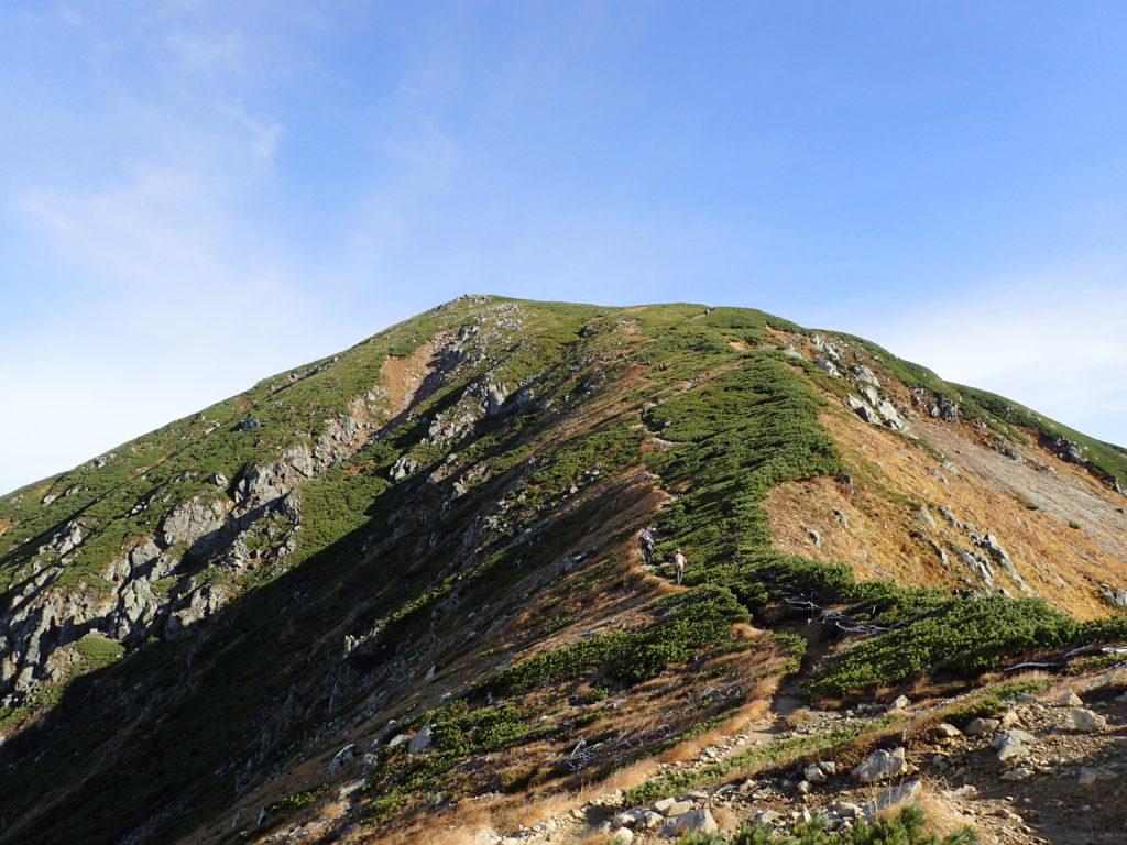双六岳から三俣蓮華岳へと向かう稜線上のピーク