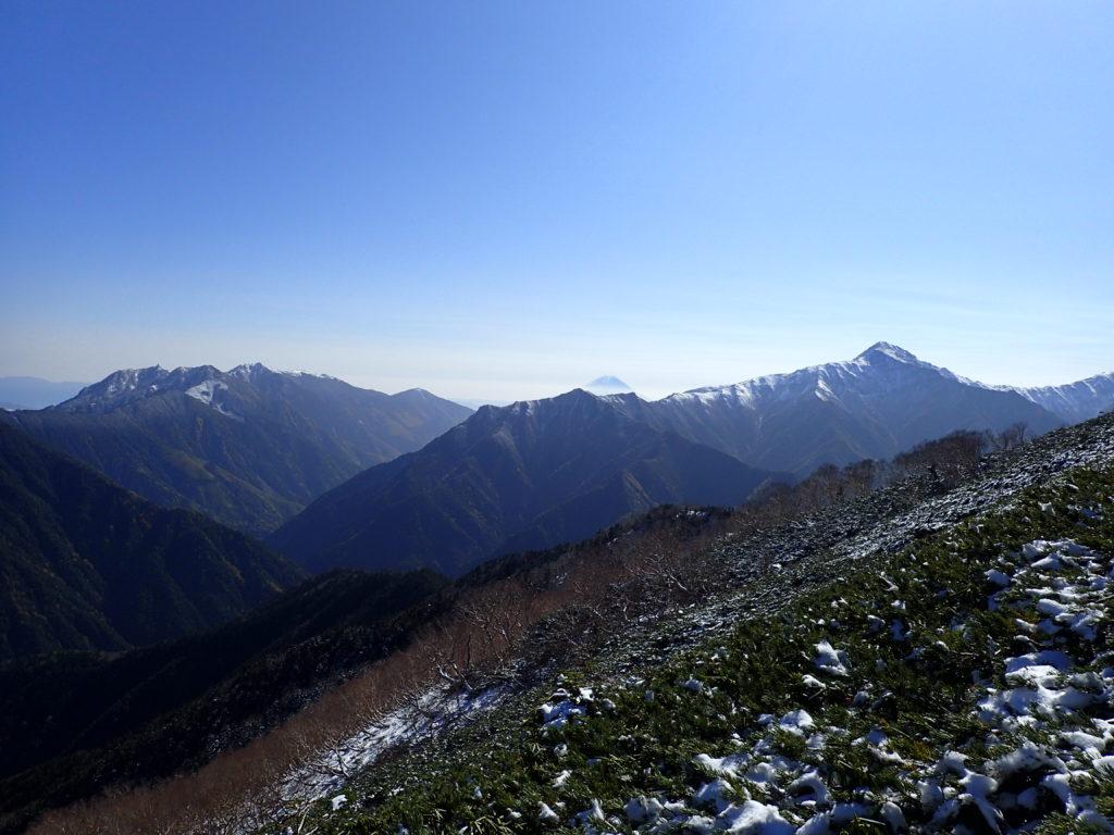 仙丈ヶ岳から見る鳳凰三山と富士山と北岳