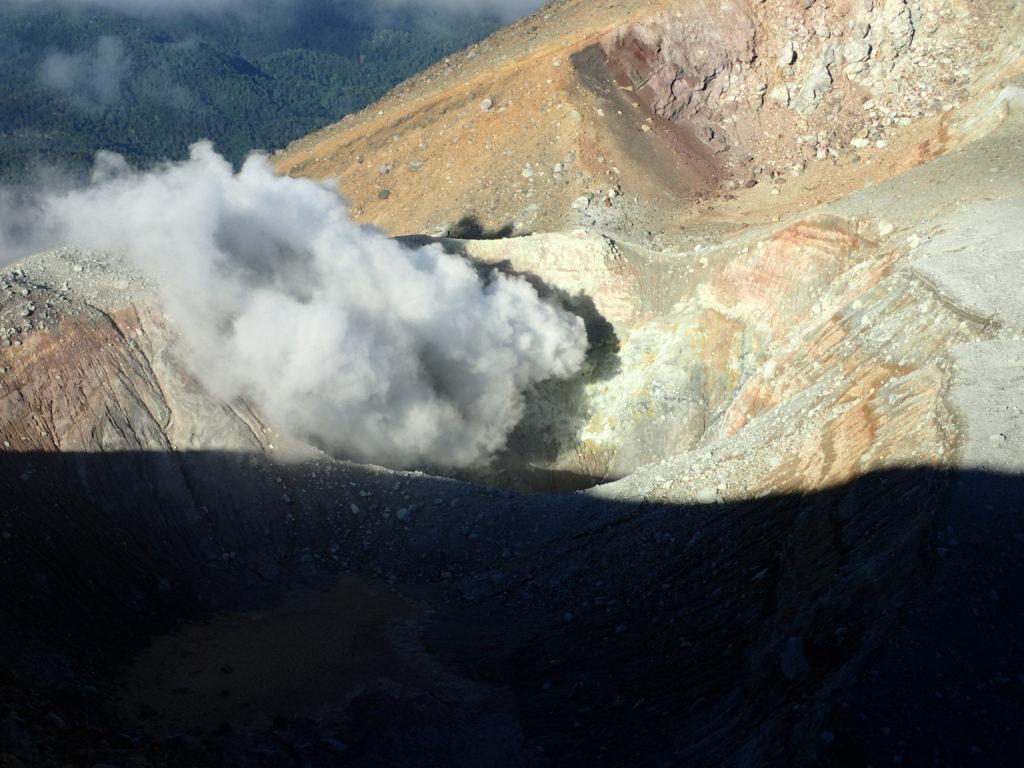 雌阿寒岳の噴気孔
