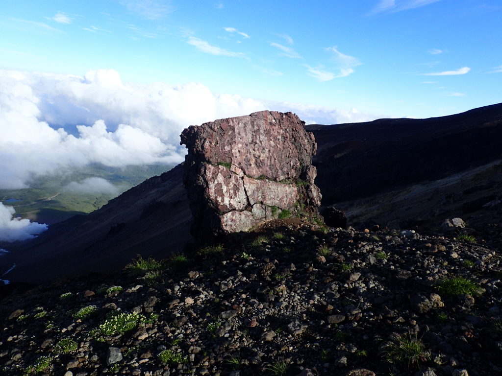 旭岳登山道の金庫岩