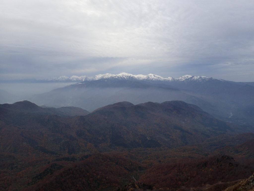 雨飾山山頂から見る北アルプス