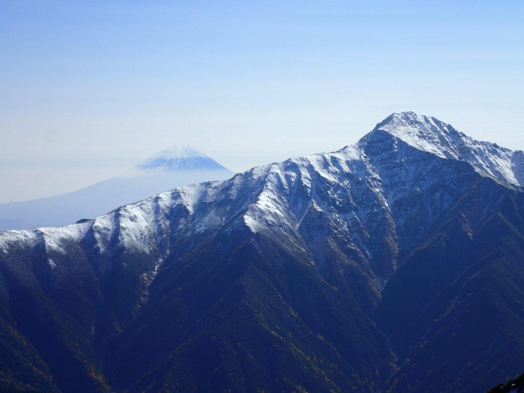 仙丈ヶ岳から見る富士山と北岳