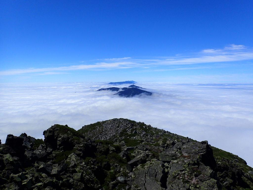 羅臼岳山頂から見る斜里岳方向