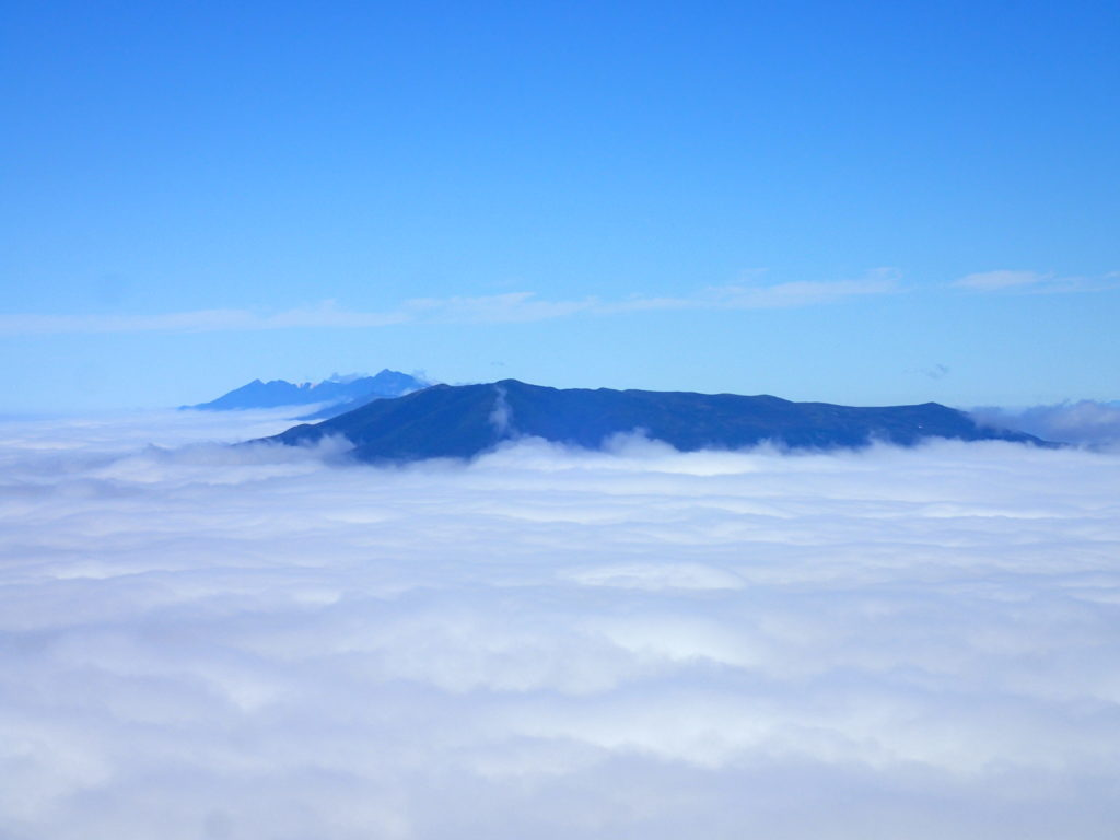 斜里岳から見る羅臼岳