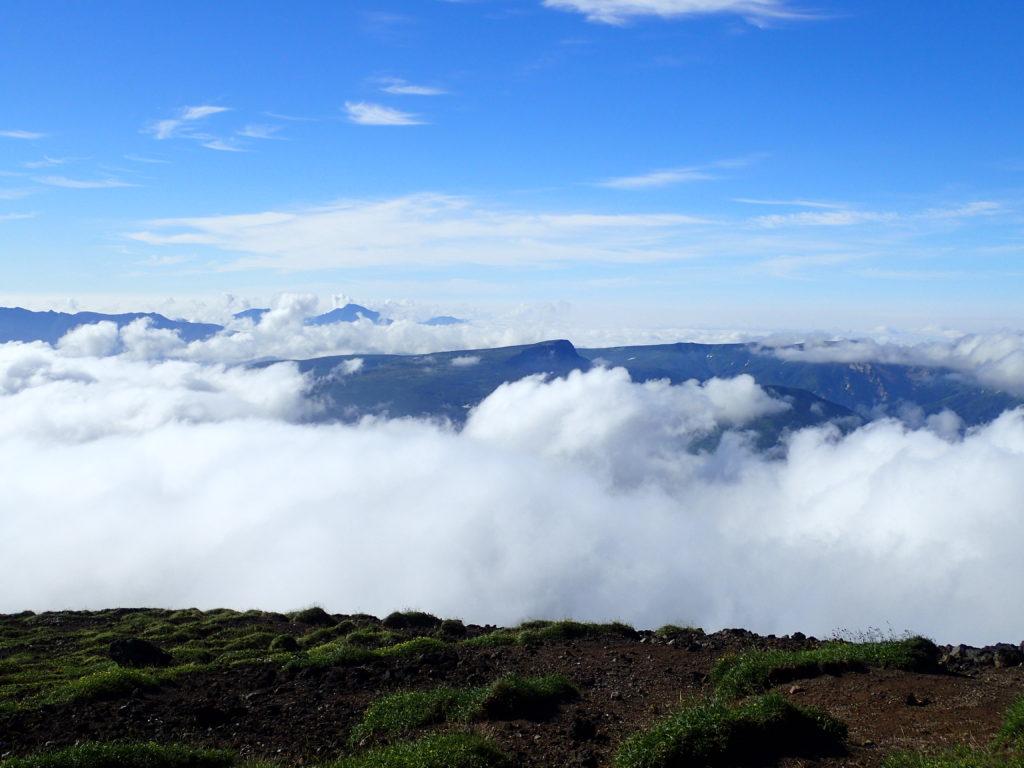 旭岳山頂から見る忠別岳